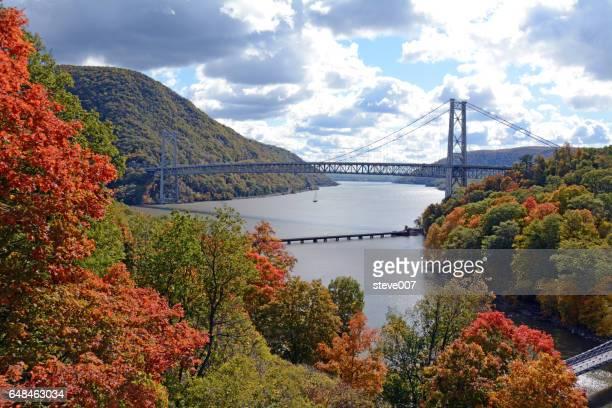 bear mountain bridge taken in autumn of 2015 - hudson river stock pictures, royalty-free photos & images