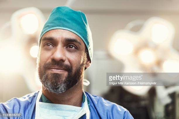 bearded male surgeon working in operating room - face masks imagens e fotografias de stock