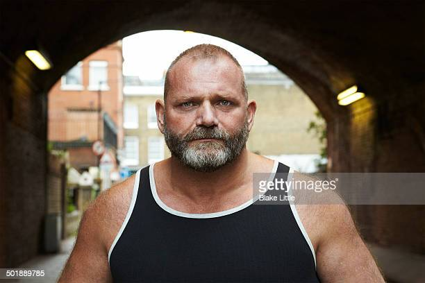 bearded man in london tunnel - machismo fotografías e imágenes de stock