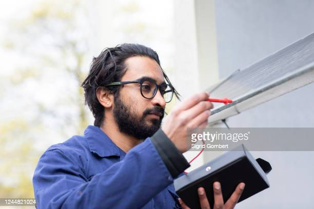 bearded man wearing eyeglasses working on construction site. - sigrid gombert stock pictures, royalty-free photos & images