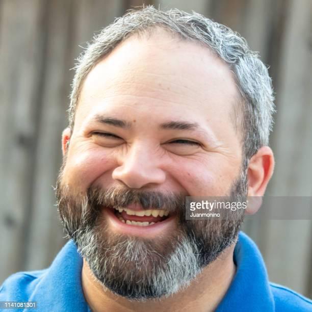 barbu mi homme adulte rire - chubby arab photos et images de collection