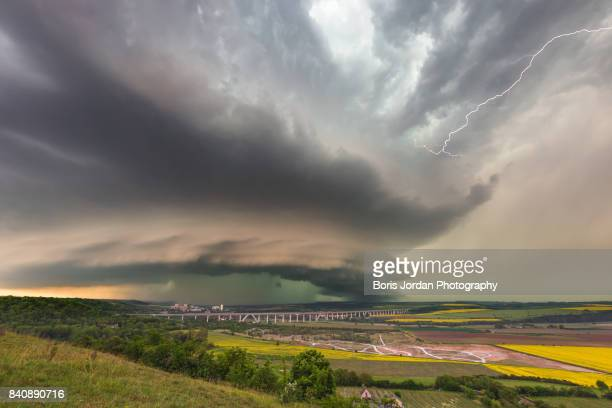 beast approaching - cold_front stock pictures, royalty-free photos & images