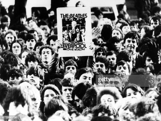 Beatles Fans gather at 1900 hrs GMT to observe 10 minutes silence for John Lennon who was shot last week in New York City December 1980