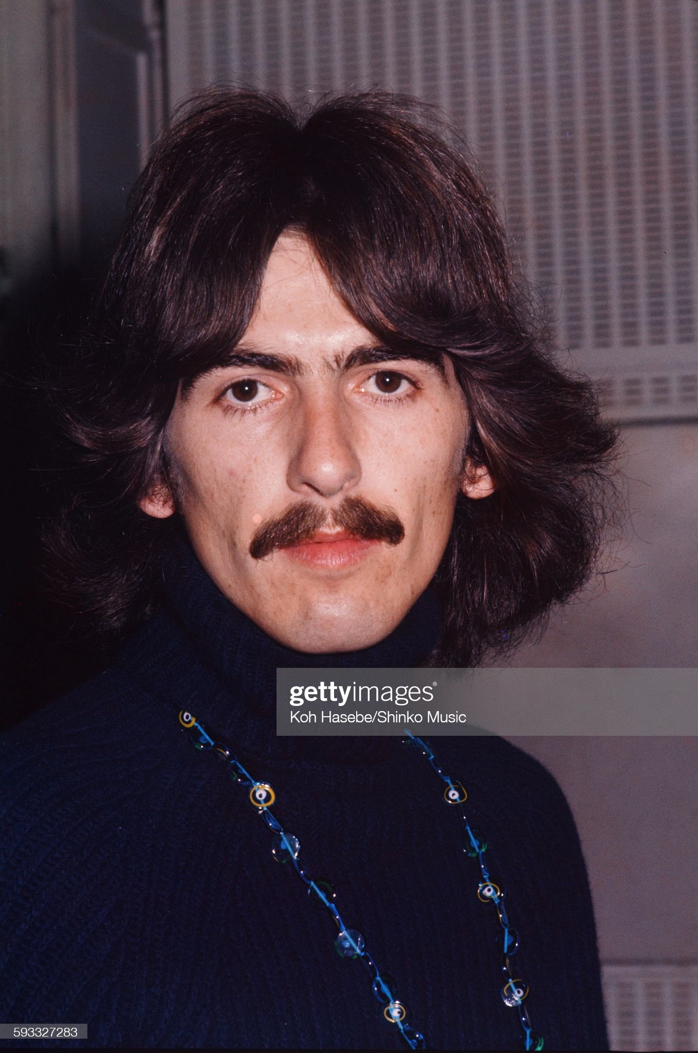 ¿Cuánto mide George Harrison? - Altura - Real height Beatles-george-harrison-at-emi-studio-london-september-1967-picture-id593327283?s=2048x2048