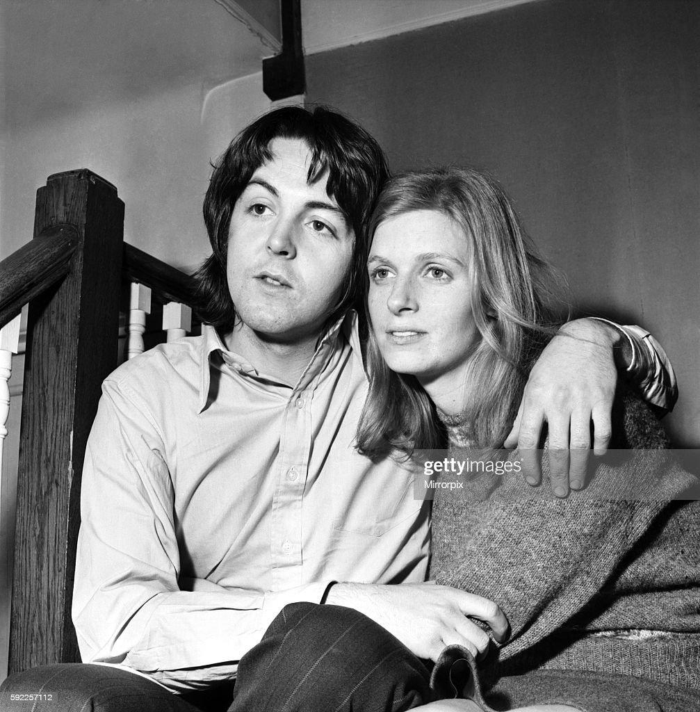 Beatles Singer Paul McCartney With His New Bride Linda Eastman March 1969 Z02435 002