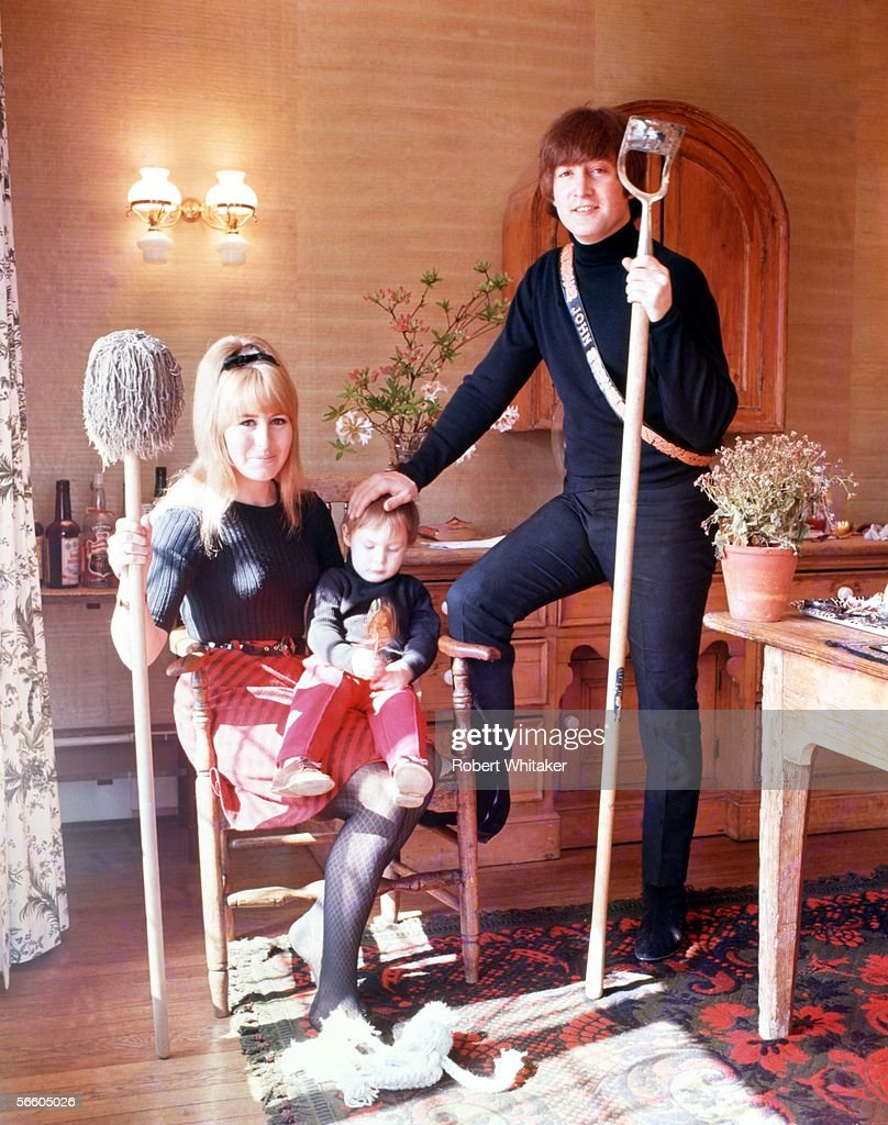 The Lennon Family : News Photo