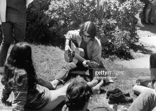 Beatnik Guitarist Ina Public Garden Of San Francisco In 1967.