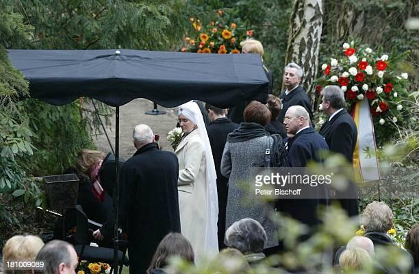 Beatrice Buchholz , Trauergäste, Beerdigung von Horst Buchholz, Waldfriedhof Berlin, Deutschland, Europa, ,