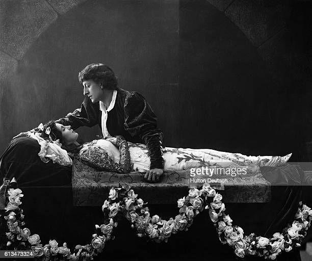 Beatrice Campbell as Juliet and Johnson ForbesRobinson as Romeo in a scene from the 1895 production of Shakespeare's Romeo and Juliet at the Lyceum...