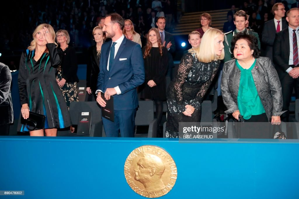 Beatrice Fihn, leader of ICAN, Crown Prince Haakon of Norway, Crown Princess Mette-Marit of Norway and ICAN campaigner and Hiroshima survivor, Setsuko Thurlow, attend the Nobel Peace Prize Concert to honor the peace prize laureates ICAN (International Campaign to Abolish Nuclear Weapons) in Fornebu, Norway, on December 11, 2017. / AFP PHOTO / NTB Scanpix / Lise AASERUD / Norway OUT