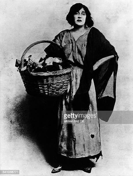 Beatrice S Campbell*18651940Actress Great Britainas Eliza Doolittle in the premiere of George Bernard Shaw's play 'Pygmalion' in London