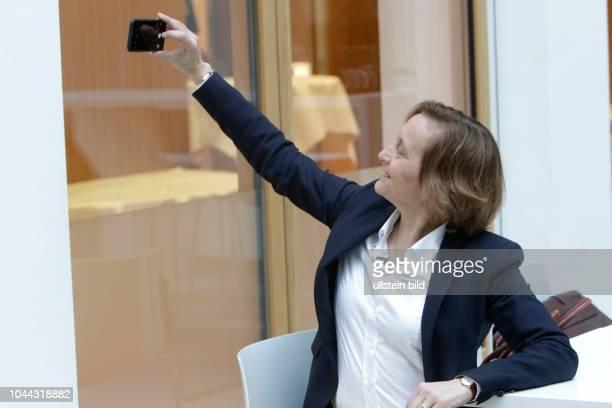 Beatrix Amelie Ehrengard Eilika von Storch vor der PK zu Auswirkungen der Landtagswahlen auf die Bundespolitik in der Bundespressekonferenz