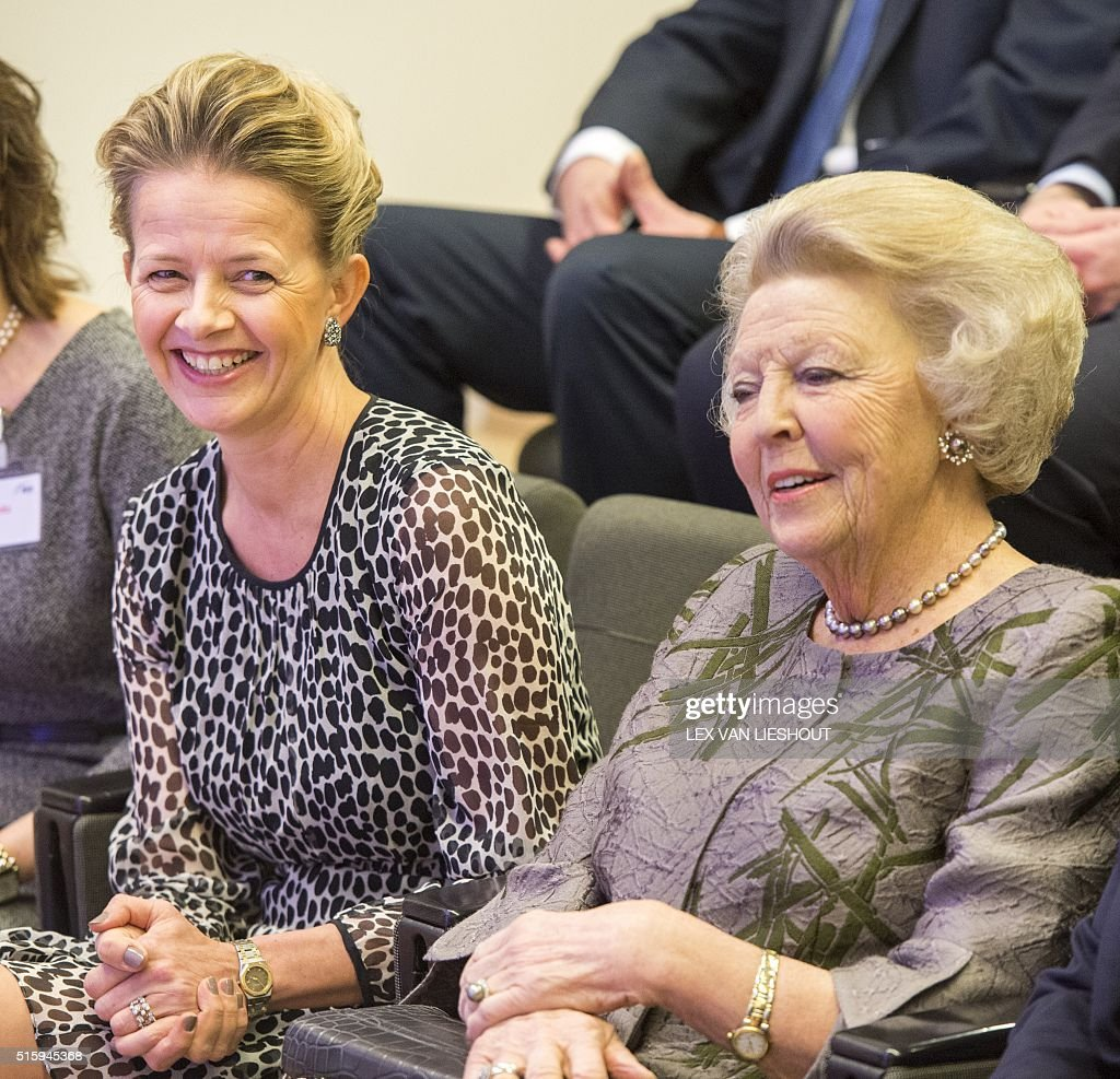 Beatrix of the Netherlands (R) and Princess Mabel of Orange-Nassau (L) attend the 2016 Prince Friso engineering award ceremony organised by The Royal Institute of Engineers (KIVI) in Delft, on March 16, 2016. / AFP / ANP / Lex van Lieshout / Netherlands OUT