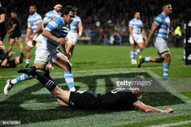 Beauden Barrett of New Zealand scores a try during The Rugby Championship match between the New Zealand All Blacks and Argentina at Yarrow Stadium on...