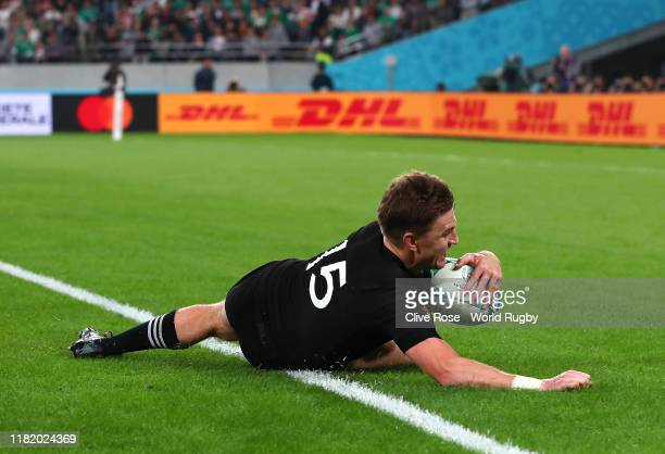Beauden Barrett of New Zealand scores his side's third try during the Rugby World Cup 2019 Quarter Final match between New Zealand and Ireland at the...