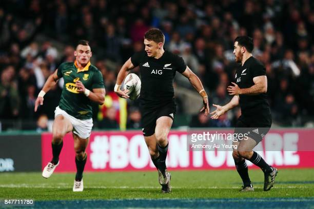Beauden Barrett of the All Blacks flicks a back pass to setup teammate Nehe Milner-Skudder for a try during the Rugby Championship match between the...