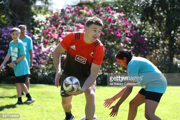 Beauden Barrett of the All Blacks trains with students during a meet and greet with the Governor General at Government House on September 15, 2017 in...