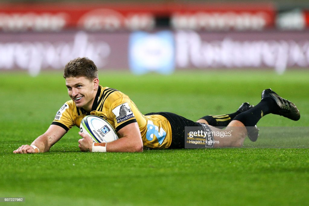 Beauden Barrett of the Hurricanes scores a try during the round six Super Rugby match between the Hurricanes and the Highlanders at Westpac Stadium on March 24, 2018 in Wellington, New Zealand.
