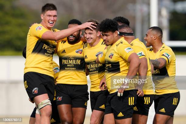 Beauden Barrett of the Suntory Sungoliath is congratulated by his team mates after scoring a penalty goal to win the game during the Top League match...