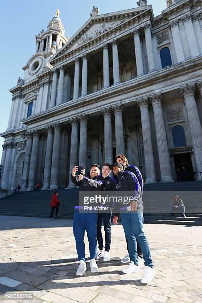 Beauden Barrett Samuel Whitelock Waisake Naholo and Samuel Whitelock of the All Blacks take a selfie in front of St Pauls Cathedral during a stop on...
