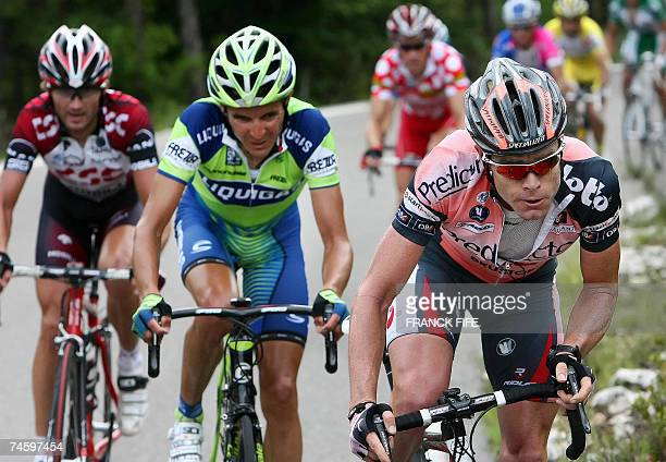 Beaumont-du-Ventoux, FRANCE: Australian Cadel Evans rides in the leading pack during the fourth stage of the Dauphine Libere criterium cycling race,...