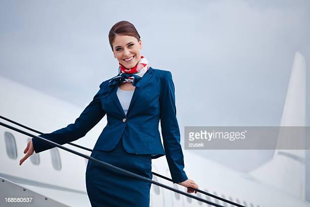 bela assistente de bordo - tripulação de bordo - fotografias e filmes do acervo