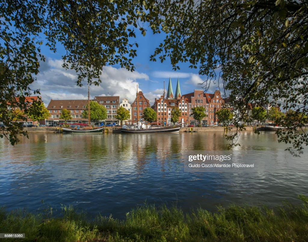 Beautiful ancient houses along Trave Canal : Stock-Foto