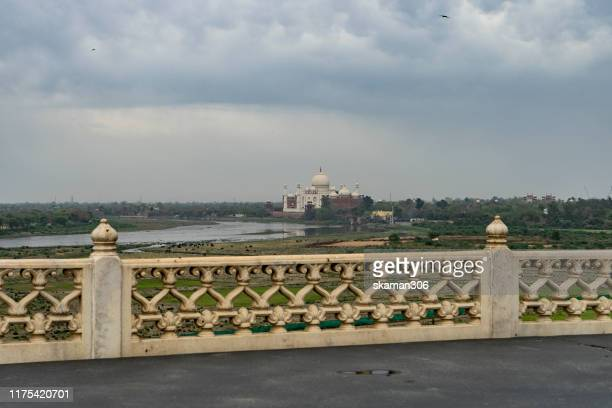 beautiful architecture  agra fort mughal empire at agra fort near agra india - agra jama masjid mosque stockfoto's en -beelden