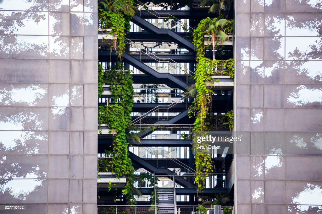 Beautiful architecture building with levels and vegetation growing inside of the building. : Stock-Foto