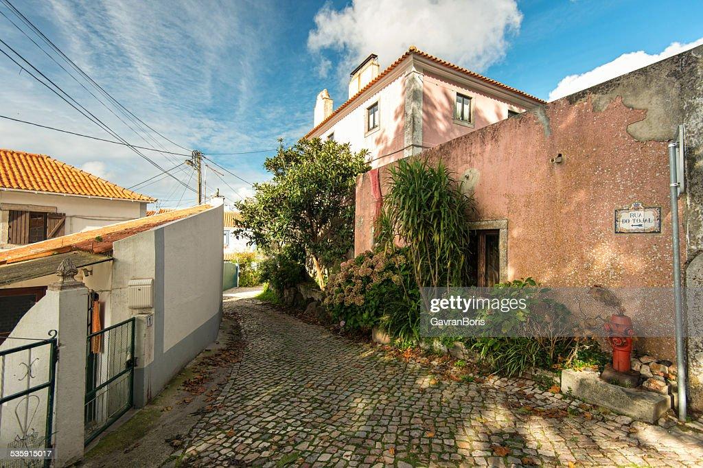 Bella arquitectura en la soleada street. Portugal, Sintra : Foto de stock