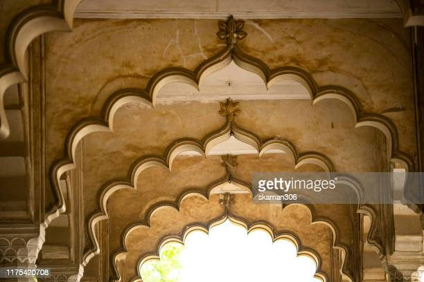 beautiful architecture  mughal empire at agra fort near agra india - agra jama masjid mosque stockfoto's en -beelden