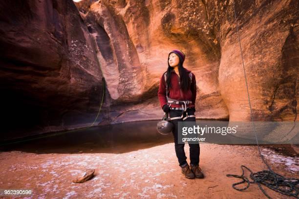 Vackra asiatiska koreanska kvinna utomhus Sport porträtt