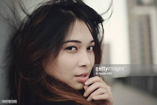 beautiful asian woman - filipino - fotografias e filmes do acervo