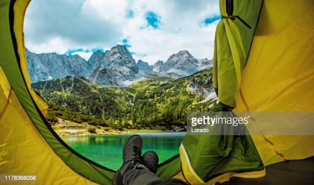 schöne österreichische landschaft blick aus dem zelt gesehen - camping stock-fotos und bilder