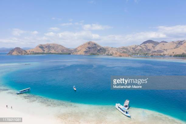 beautiful beach and island in indonesia. kelor island. snorkeling and hiking acitivties. near komodo islands, east nusa tenggara. - passagerarbåt bildbanksfoton och bilder