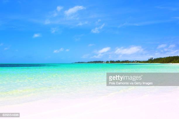 beautiful beach in bahamas, caribbean ocean and idyllic islands in a sunny day - magens bay stock photos and pictures