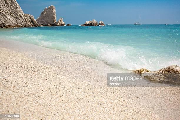 bellissima spiaggia di marche - marche italia foto e immagini stock