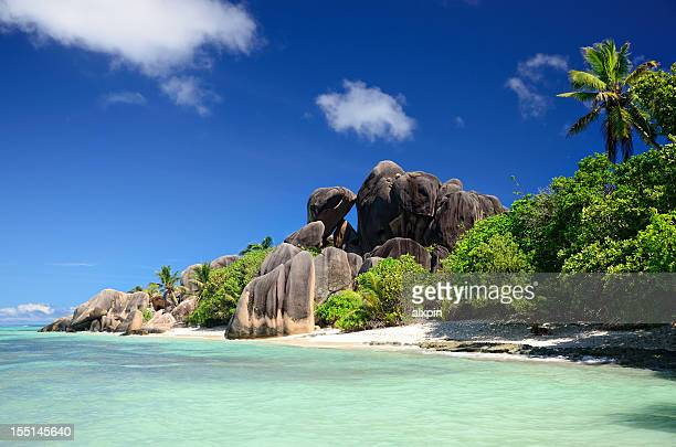a beautiful beach in the seychelles - la digue island stock pictures, royalty-free photos & images