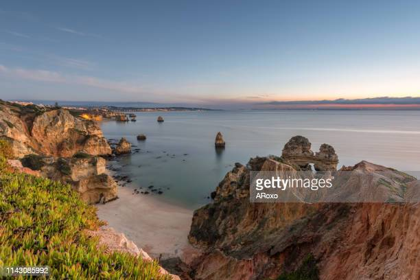 beautiful beach near lagos in ponta da piedade, algarve region, portugal. amazing landscape at sunrise. - algarve fotografías e imágenes de stock