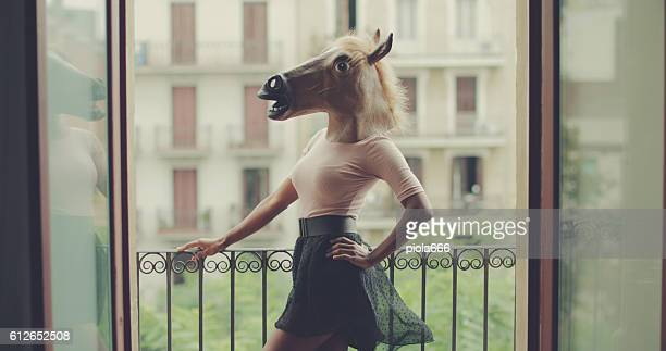 beautiful black woman portrait with horse head - vestido preto - fotografias e filmes do acervo