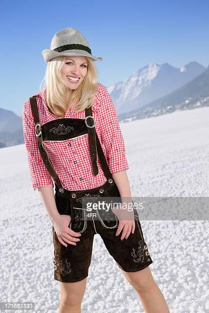 beau blond dans lederhose et de loisirs d'hiver - knickers photos et images de collection