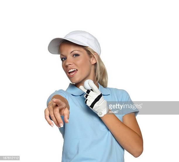 Hermosa rubia mujer mostrando una pelota de golf