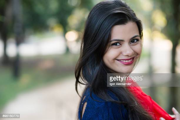 bela jovem brasileira - cabelo liso - fotografias e filmes do acervo