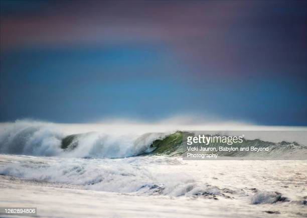 beautiful breaking wave against deep blue sky at jones beach, long island - wantagh stock pictures, royalty-free photos & images
