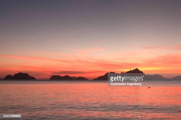 beautiful breathtaking sunset in the philippines, el nido, palawan - argenberg bildbanksfoton och bilder