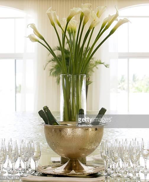 Magnifique lumineuse Entrée du hall de l'hôtel avec du Champagne et des fleurs