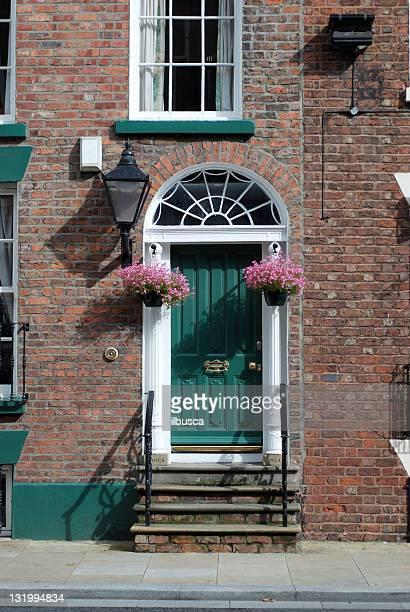 美しい英国エントランスのドア - ジョージア調 ストックフォトと画像