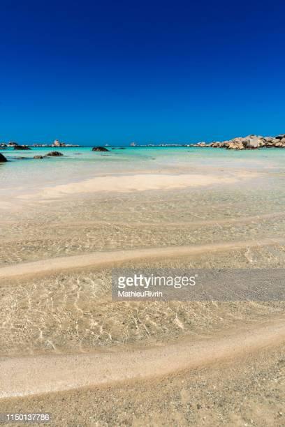 beautiful brittany : eaux turquoises de bretagne et plage du finistère nord - finistere stock photos and pictures