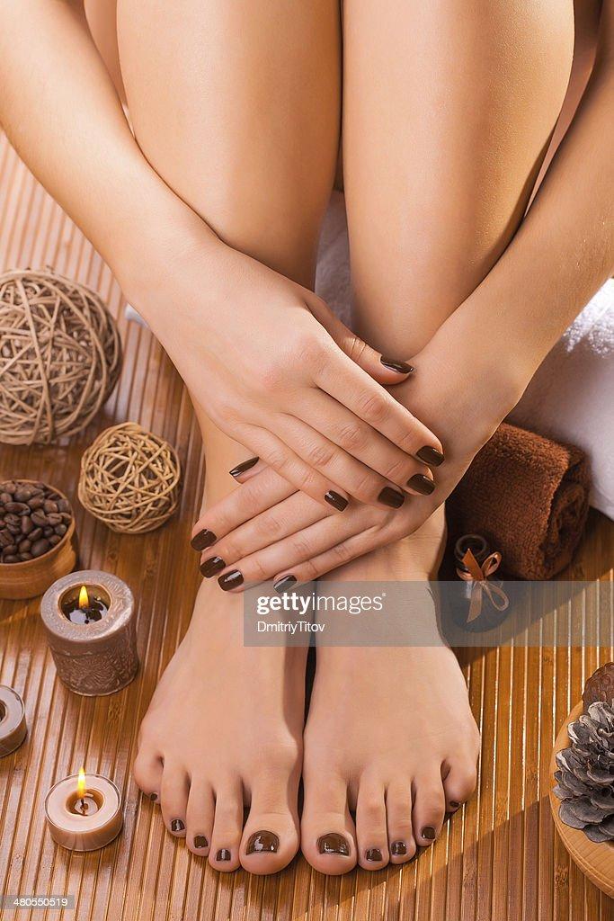Linda manicure e pedicure brown : Foto de stock