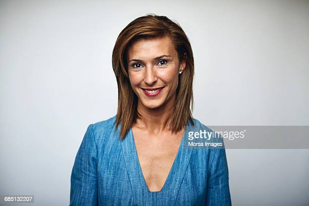 beautiful businesswoman smiling over white - 30 34 anos imagens e fotografias de stock